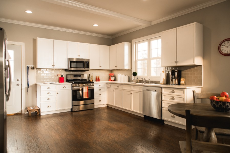 Reface or Replace: What to do with your Kitchen Cabinets?